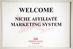 start a niche affiliate marketing business